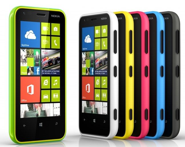 Nokia Lumia 620, economico smartphone Windows Phone 8