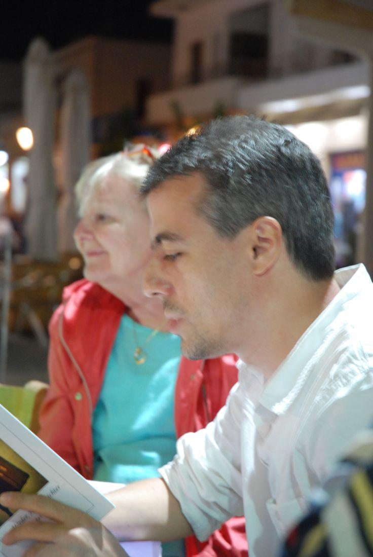 Und Todor Todorov schreibt auf bulgarisch und liest sein Werk in der deutschen Übersetzung: lesefestivalkreta.wordpress.com