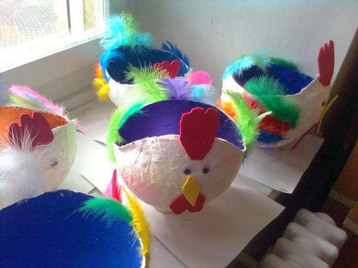Panier de Pâques: bande plâtrée sur ballon de baudruche.