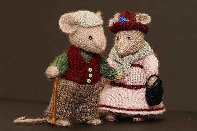 Cute knit mouse couple