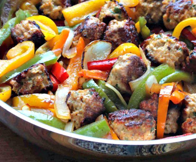 Μία συνταγή από το Μεξικό που θα σε ξετρελάνει, αν σου αρέσουν οι πικάντικες γεύσεις και τα ιδιαίτερα πιάτα.Κοτοπουλομε λαχανικα.