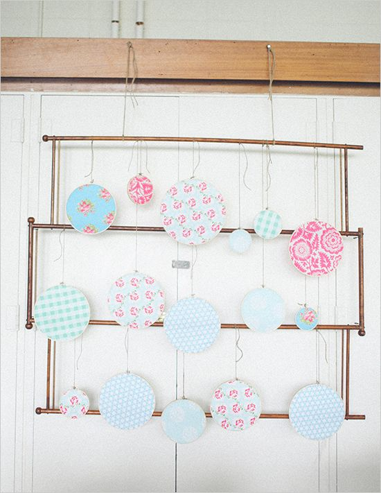 Different ways of using fabric hoops percolorate your
