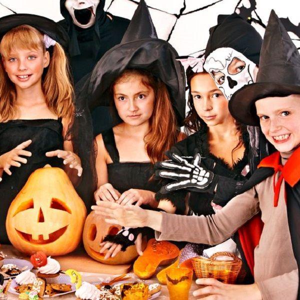 Vous voulez ajouter un peu de rires à votre fête de Halloween ou votre fête d'anniversaire sur le thème des sorciers, des sorcières ou de la magie voici qu