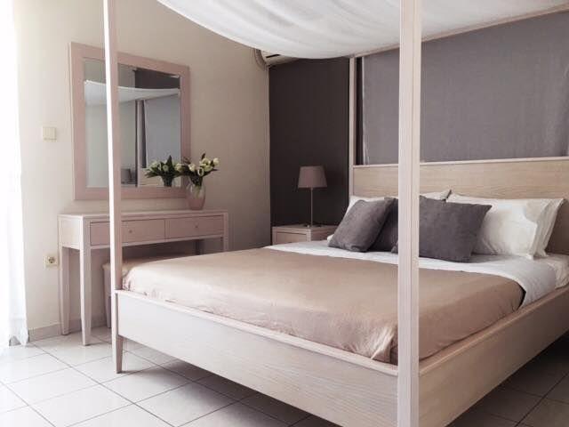 Casa Ampia - κάμαρα Four Poster Bed - κρεβάτι,κομοδίνα,τουαλέτα,καθρεπτη- bedroom-έπιπλα-διακόσμηση κρεβατοκάμαρας