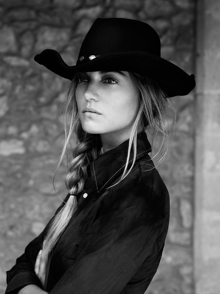 stunning cowgirl.... ( now I just need some cows, and to become beautiful, and then this could be me! Lol)