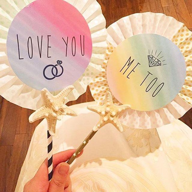 * フォトプロップスの準備は進んでいますか?♡ . シンプルなフォトプロップスもいいけれど ヒトデや貝殻を添えると 一気に夏感がアップしますね 🐚💕 . シェルなどを写真のように添えるだけでも可愛いし プロップスいっぱいに飾るのもいいかも💫💫 . · photo by @cano.bride #フォトプロップス #フォトスペース #写真撮影 #フォトブース #撮影小物 #ウェディングフォト #花嫁DIY #シェル #ヒトデ #サマーウェディング #結婚式準備 #プレ花嫁 #marry #marryxoxo