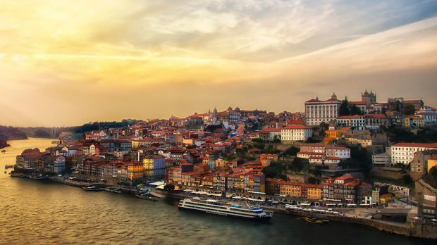 Why kayaking has become a popular way to travel Portugal - via The Sydney Morning Herald 25-06-2017 | Michael Gebicki kayaks along Portugal's Douro River, the regional home of port.