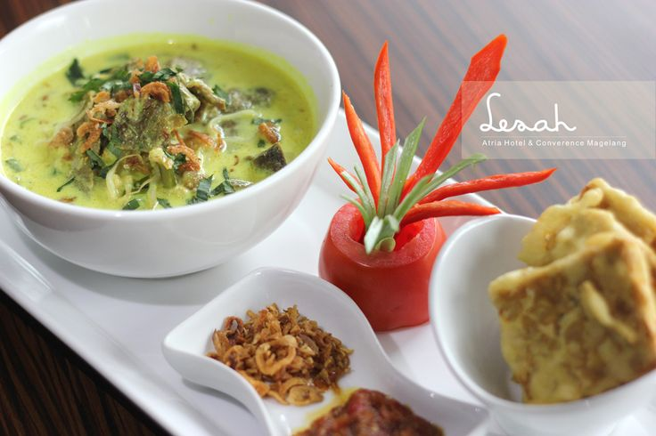 Magelang traditional soup mainly composed of bee hoon,  cabbage, shredded chicken and sprout.