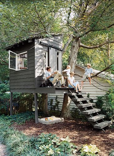 Awesome Treehouse: Sandbox under the tree house; cute!