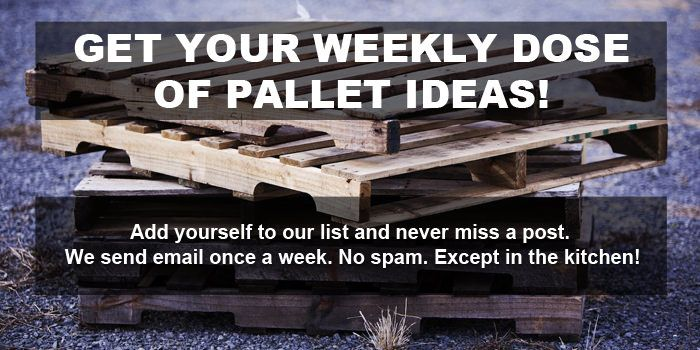 Many readers ask the question on how to make a clean pallet planter and how to keep the dirt in?Here …