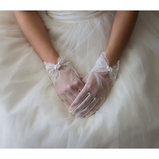 カジュアルウェディングにピッタリ♡花嫁の『ショートグローブ』には魅力がいっぱい詰まってる**にて紹介している画像