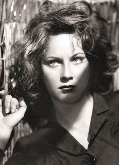 La bellisima Alida Valli, post WWII italian movie actress. See her in Visconti's Senso, Franju's Les Yeux Sans Visage, Dario Argento's Suspiria, Hitchcock's The Paradine Case and Reed's The Third Man