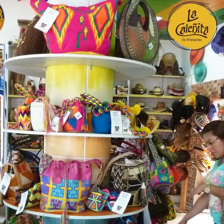 ¿Qué diseños podemos ver nuestras Mochilas Wayuu? Plantas, estrellas, astros, figuras geométricas y todo lo que rodea la vida cotidiana de los Wayuu. Encuentra variados diseños y colores vibrantes en nuestra tienda. 🙆👛💖 #ArtesaniasColombianas #ArtesaniasWayuuArtesanias #WayuuGuajira