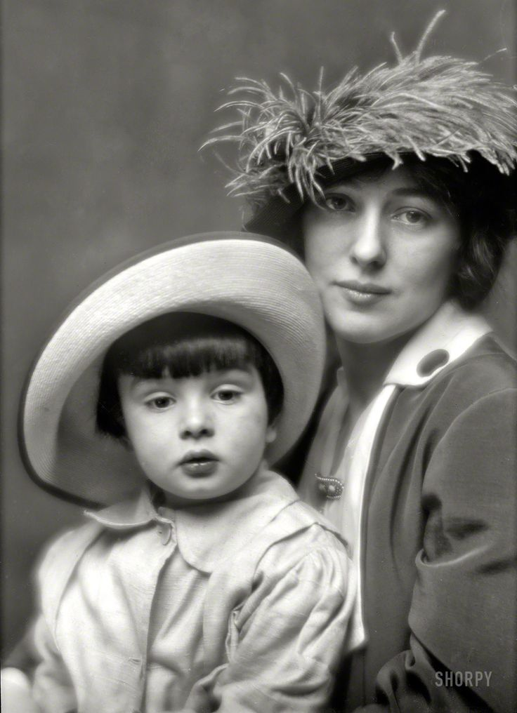 Arnold Genthe, Portrait of Evelyn Nesbit and son, Russell William Thaw, 1913