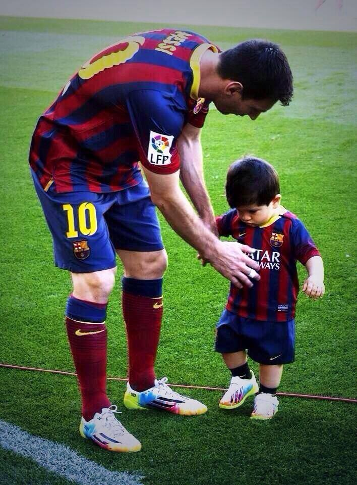 Messi with Thiago  <3