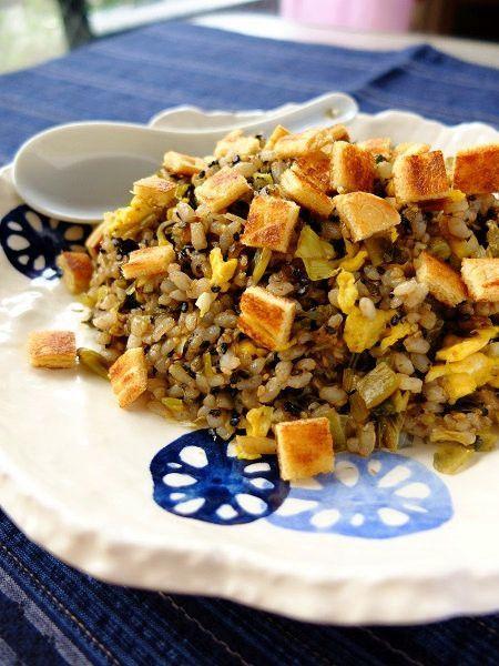 食パンを使う手作りクルトンで、毎日のお料理をワンランクアップ ... 高菜チャーハン with 油揚げクルトン