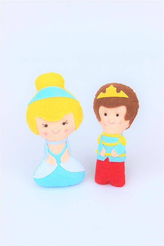Muñecos de fieltro: Princesa Cenicienta y príncipe, regalo para niña, princesa de fieltro, cuentos infantiles, cumple princesa, juguete niña
