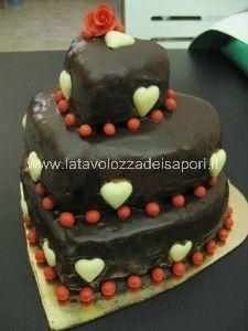 Torta a cuore su tre piani glassata con cioccolata  fondente   http://www.latavolozzadeisapori.it/ricette/torta-a-cuore-su-tre-piani-glassata-con-cioccolata-fondente