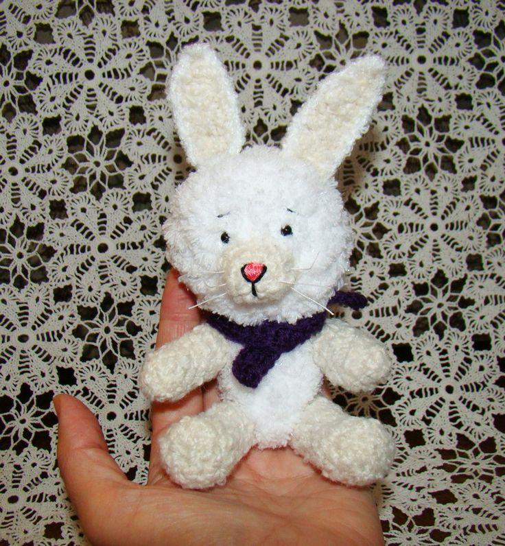 rabbit for order. http://edi-baba.blogspot.hu/2014/11/gyongyi-horgolt-nyuszija.html