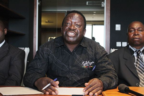 Matemadanda threatens to 'expose' Tapfumaneyi - NewsDay - http://zimbabwe-consolidated-news.com/2016/11/08/matemadanda-threatens-to-039expose039-tapfumaneyi-newsday/