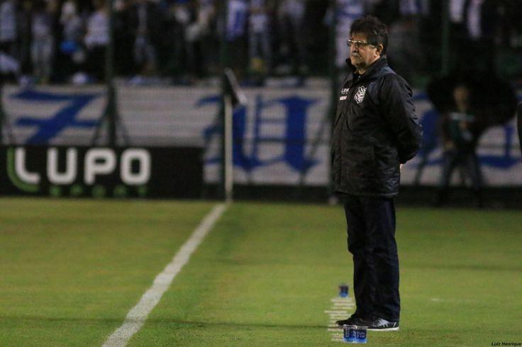 René Simões não resiste à derrota no clássico e é demitido do Figueirense #globoesporte