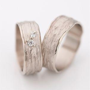 Mijn droomtrouwring.... Zelfde ontwerpster als verlovingsring... Jammer genoeg te duur :(