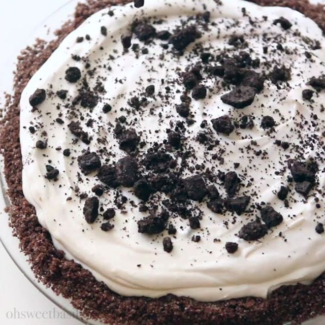 Oreo cookies are such a childhood classic. What was your favorite treat growing up? . . . https://ohsweetbasil.com/no-bake-oreo-pie-chocolate-graham-cracker-crust-recipe/ . . . #childhood #classics #memories #nobake #cheesecake #videorecipe #pie #pietime
