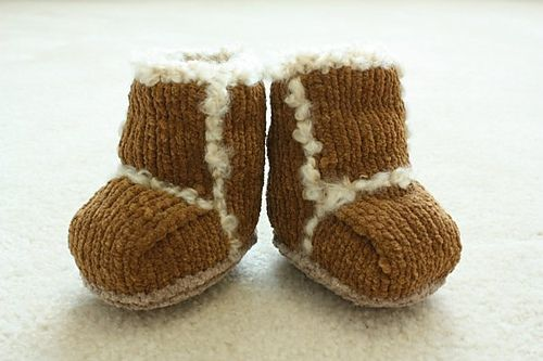 Baby knitted Uggs, free pattern.