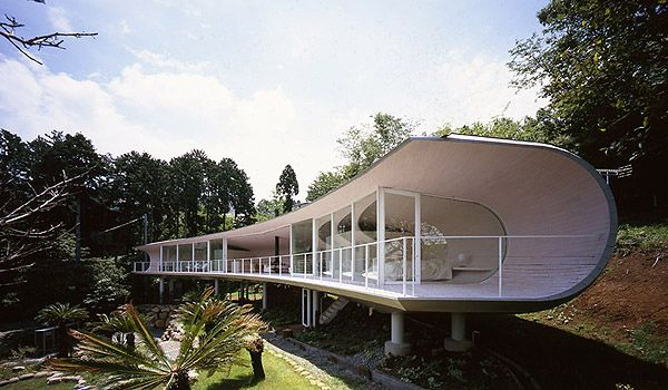the crescent house in atami, japan
