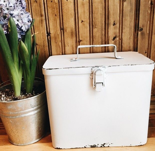 $26.00 Rustic White Metal Box With Hinged Lid