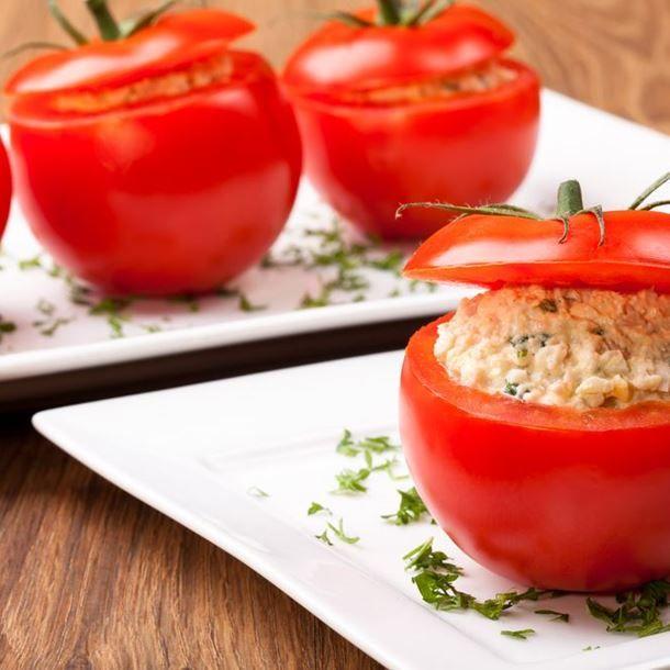 Tomates farcies aux rillettes de saumon et fromage blanc
