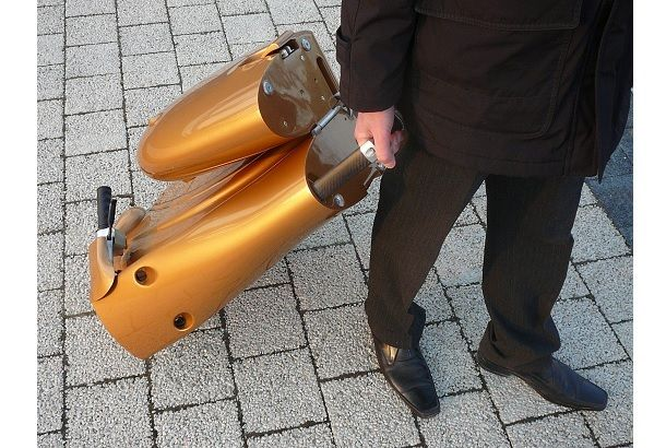 超コンパクトになるクールな電動スクーター「MOVEO」 | ROOMIE(ルーミー)