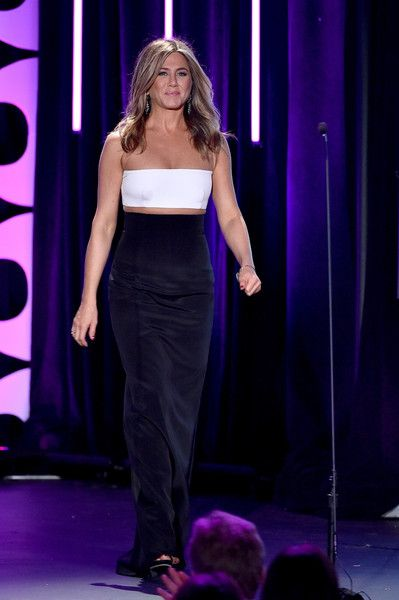 Jennifer Aniston Photos Photos - Actress Jennifer Aniston walks onstage during the 29th American Cinematheque Award honoring Reese Witherspoon at the Hyatt Regency Century Plaza on October 30, 2015 in Los Angeles, California. - 29th American Cinematheque Award Honoring Reese Witherspoon - Show