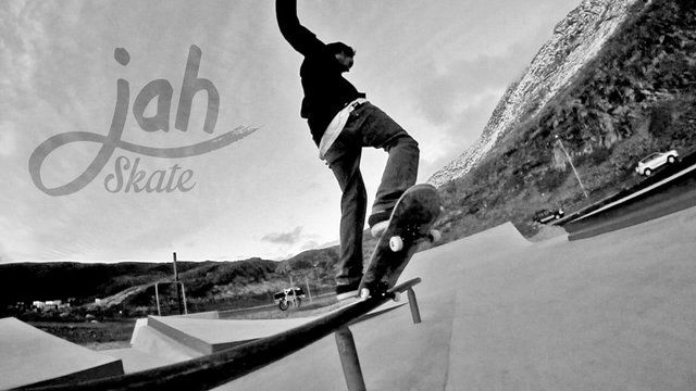 Some goodtime skatin at the new concrete skatepark. Nuuk 2013