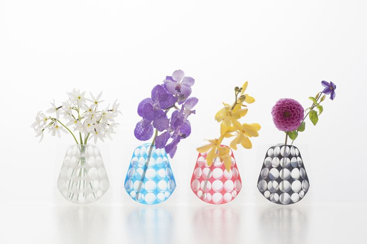 「Hope Forever Blossoming」(short)  When filled with water, a flat acrylic sleeve is transformed into a charming flower vase. Initially launched in 2003, the 2012 version is the 10th design variation in this popular series.Compared to previous versions, this year's vase is shorter with a wider mouth to accommodate a bouquet of short-stemmed flowers.