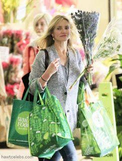 Celebrity Style   海外セレブ最新ファッション情報 : 【キャメロン・ディアス】ナチュラルなライフスタイル!お花を持っていつものスーパーでお買い物!