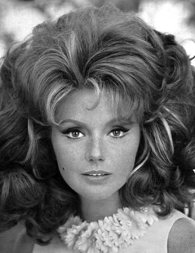 • Hairstyle years 60's 70's • Girls & women vintage fashion 1960s 1970s 70's #hair #vintage