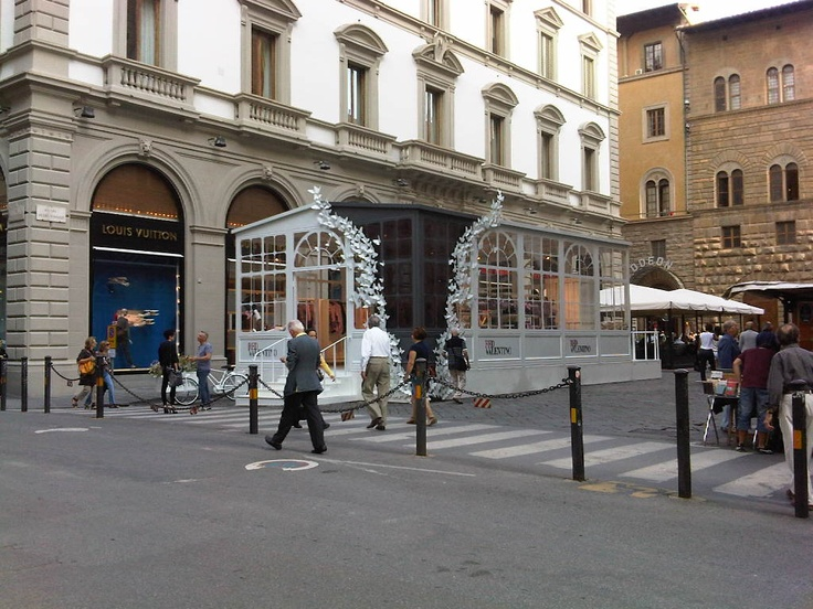 Red valentino pop up store florence retail design for Eco popup firenze