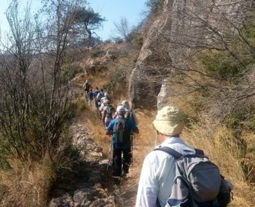 Πηγή: Chios Hiking - Ο Ορειβατικός Σύλλογος Χαλκίδας στη Χίο http://bit.ly/2yEsJR8 45 μέλη του Ορειβατικού Συλλόγου Χαλκίδας ήρθαν στη Χίο για να περπατήσουν τα μονοπάτια της. Οι πεζοπόροι με καθοδηγητή τον Γιώργο Χαλάτση και τη δική μας συνοδεία περπάτησαν το μοναδικό οδικό μνημείο του Τούρκικου Δρόμου τα παλιά μονοπάτια που ενώνουν 4 γραφικούςοικισμούς της Αμανής (Χάλανδρα  Κουρούνια  Εγρηγόρος  Αγιάσματα) και τη διαδρομή από το μοναστήρι  μνημείο της UNESCO της Νέας Μονής στην παραλία του…