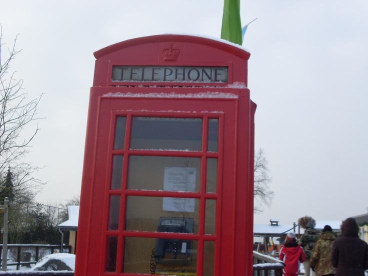 Stunning Eine englische Telefonzelle mitten in Holland