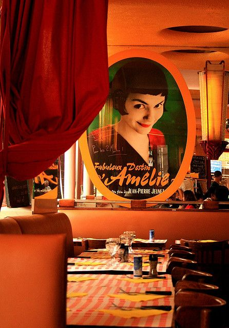 Cafe Les Deux Moulins, Montmartre, Paris. /  it was filmed Le Fabuleux Destin d'Amélie Poulain (Amélie)