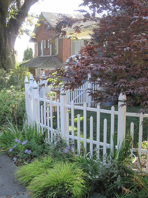 What an interesting take on a picket fence. It's quirky yet still has that classic look. Photography by The Inspired Room blog.