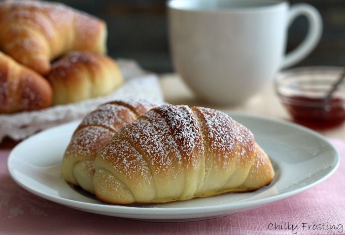 These croissants with brioche dough contain only a little sugar and have far less fat than the real ones. Eat them just sprinkled with icing sugar or filled
