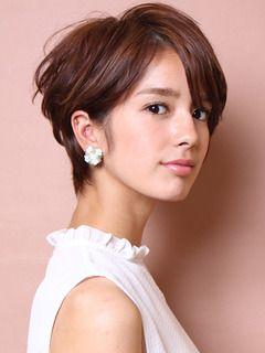 知的な雰囲気のベリーショート♡♡ オフィスのヘアスタイルルックのまとめ 髪型・アレンジ・カットの参考に。