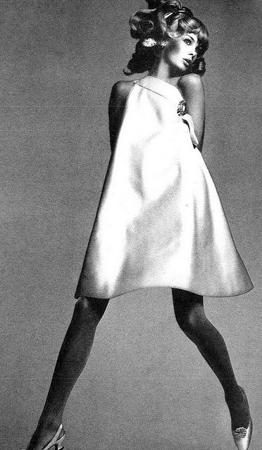 Jean Shrimpton in a one-shoulder swing dress of heavy banana-yellow silk by Trigere, shoes by De Liso Debs, photo by Avedon, Vogue US 1966.