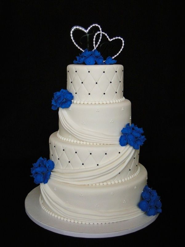 white and blue wedding cakes