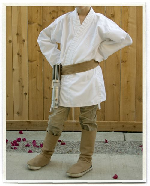 All Things With Purpose: Cheap Luke Skywalker Costume Ideas. I like this DIY Luke outft - brown pants, brown boots, white karate robe and belt.
