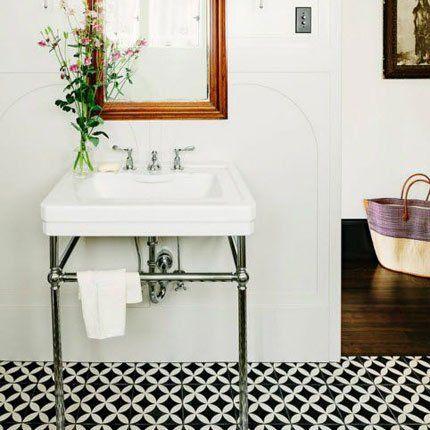 Salle de bain au carrelage rétro