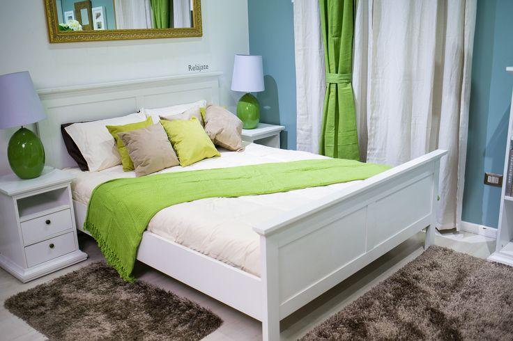 Verde para un dormitorio totalmente fresco. ¿Cómo decorar? Integra cokines y pequeños detalles en estos tonos.