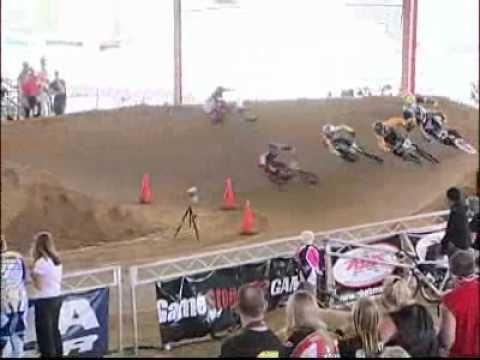 MOST amazing BMX RACE of ALL TIME !!! Lee Lewis BREAKS his chain and WINS without pedaling!!